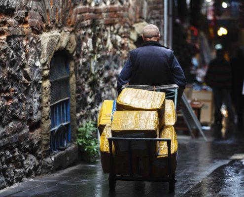 One of the common scenes you can witness in the backstreets of old city istanbul, a porter carrying good from one point to another.
